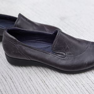 Clarks - Super Comfortable Navy Fall Loafer 7.5M